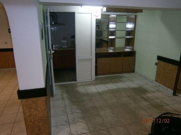 Дава се под наем помещение за офис, магазин, др 25м2