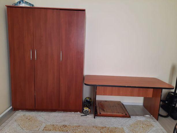 Шкаф и стул