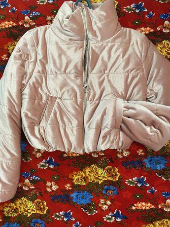 Молодежная укороченная куртка демисезон