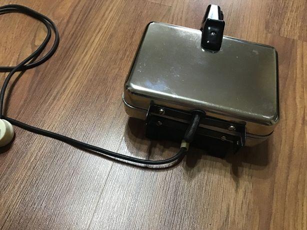 Продам электровафельницу СССР