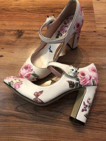 Дамски обувки с рози