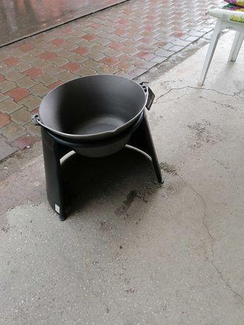 Oferta, ceaun fontă 10,8 litri cu suport 125 lei