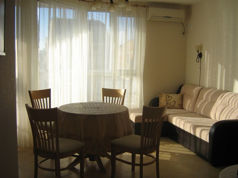 Апартамент Георгиеви в центъра на стария град гр. Поморие - image 1