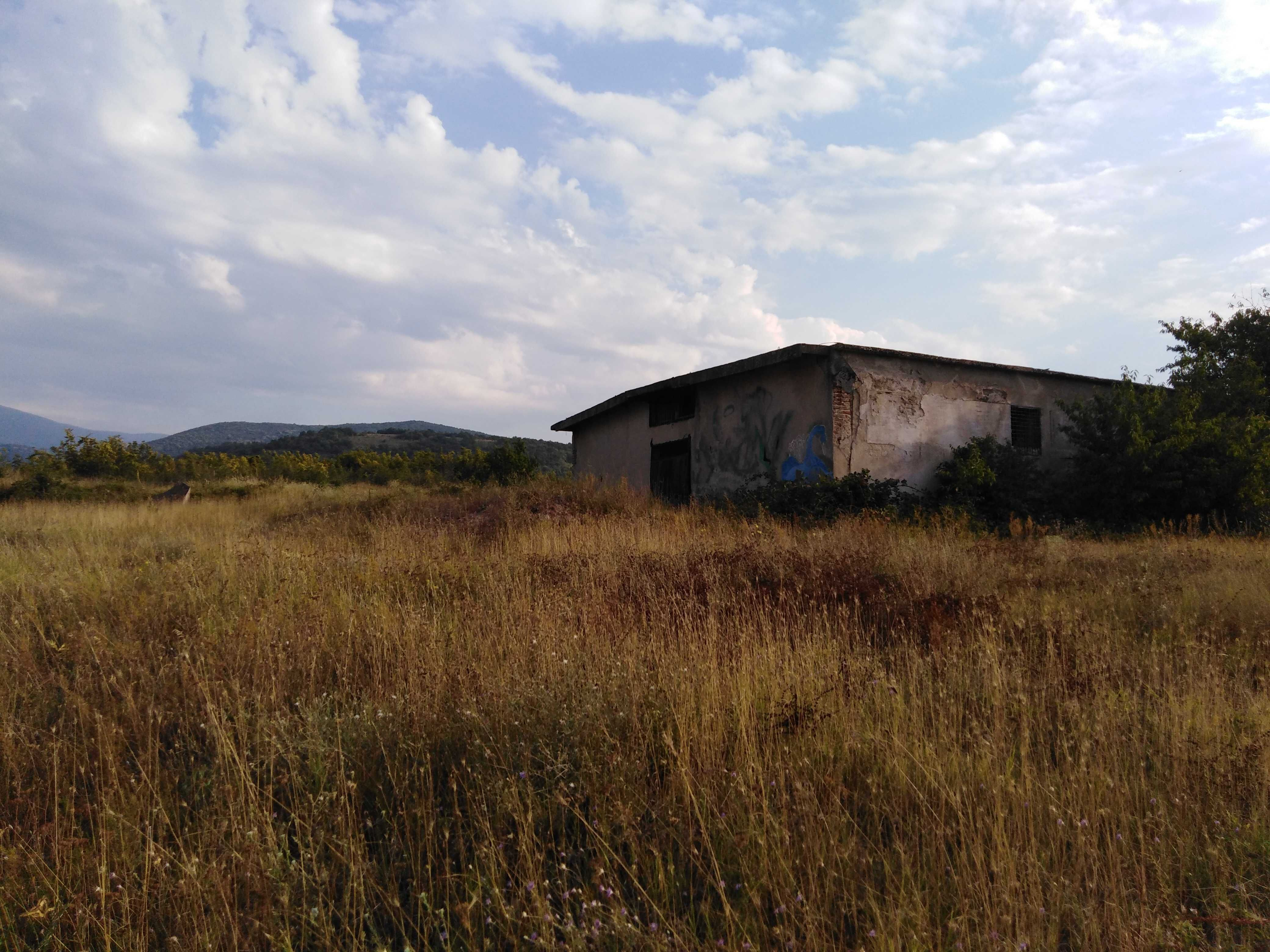 Продава сграда с. Козарско