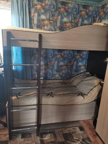 Продам двух ярусную кровать.