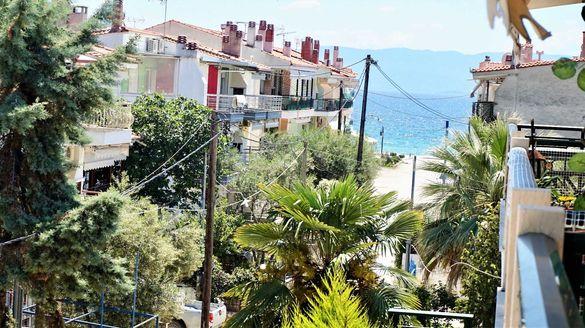 На море в Гърция: Отделно Студио и Апартамент, до плажа в пар. Офринио