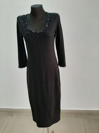 Трикотажное платье, вышитое камнями вручную 46р