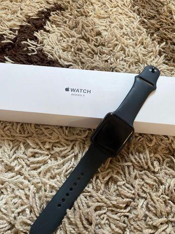 Продам срочно Apple Watch 3