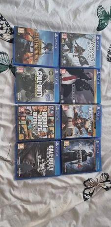 Vand un numar de 8 cd uri cu jocuri pt PS 4