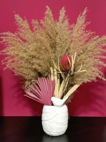 Aranjament 67 cm, realizat cu pampas, frunze de palmier, etc.