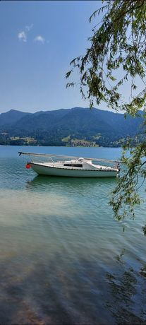 Barca cu cabina (velier)