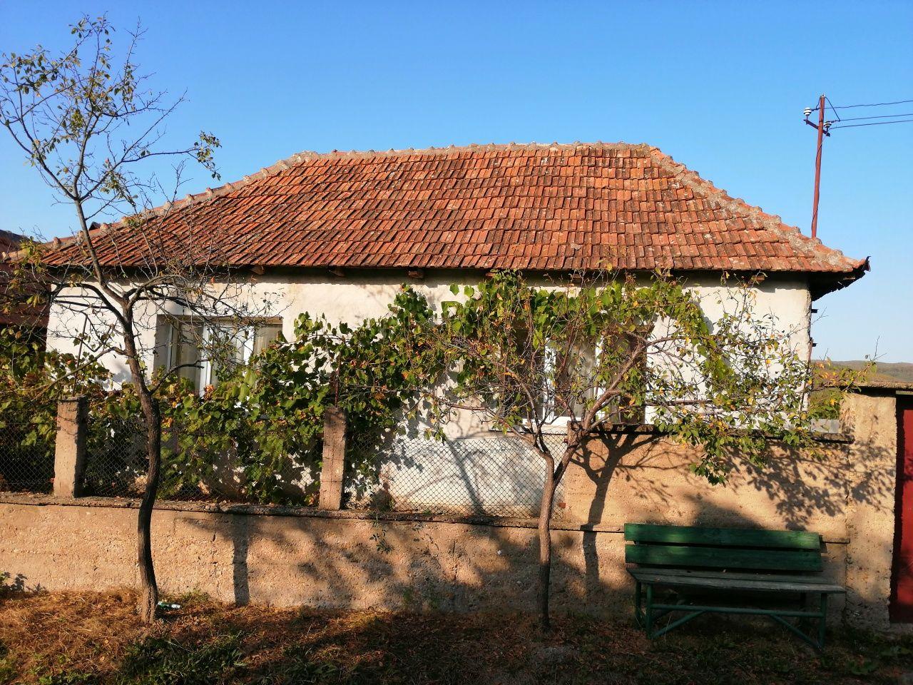 Casă la tara 32 km de Oradea în satul  Picleu