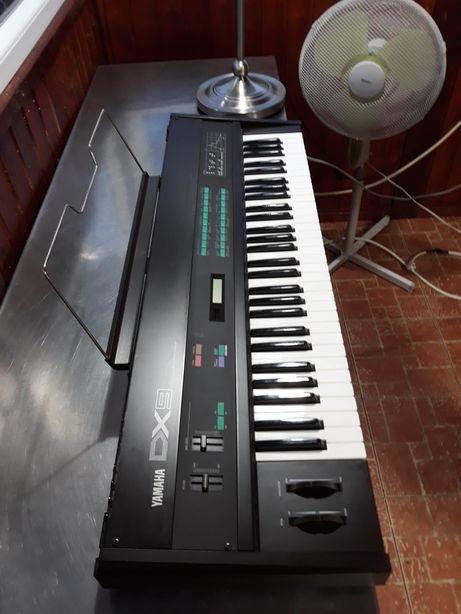 YAMAHA DX-9 Vintage synth