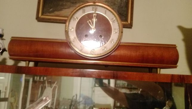 Vând ceas de masă vechi
