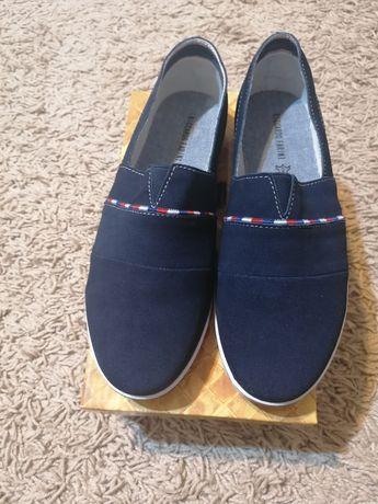 Pantofi NOI sport de dama mărimea 39