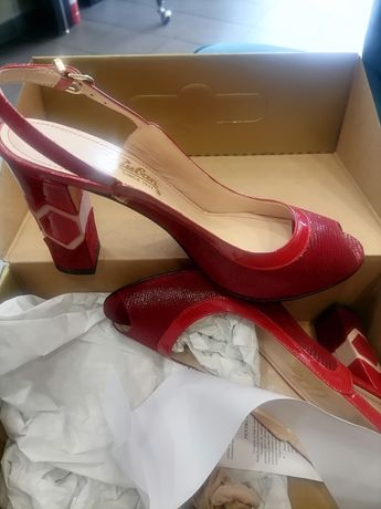Vând Pantofi marca  Guban