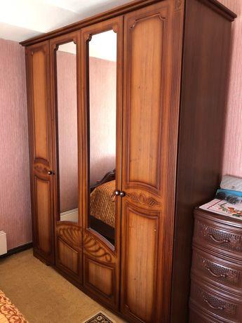 Шкаф и кровать