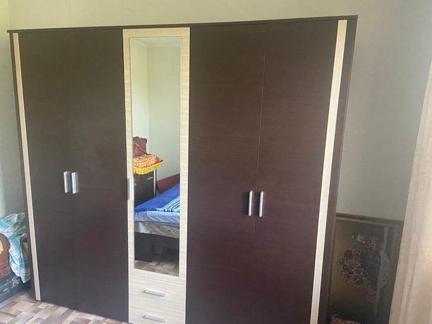 Спальный гарнитур , шкаф комод