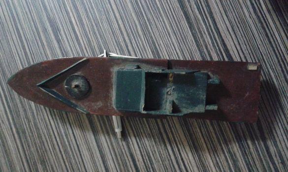 кораб модел от дърво