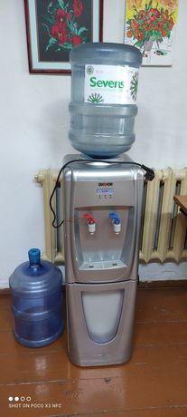 Диспенсер для холодной и горячей воды