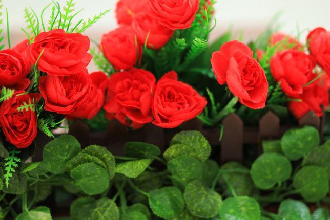 Композиция из искусственных роз