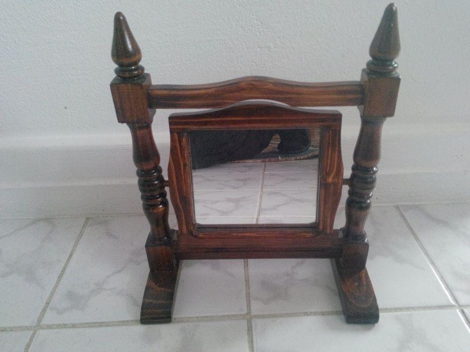 Сувенири подвижно огледало направено от дърво