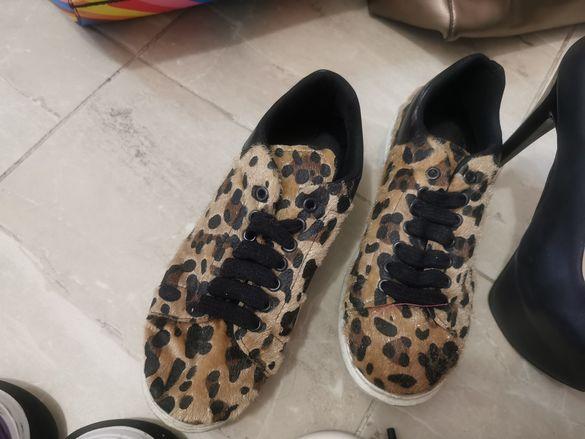 Дамски кецове и обувки на висок ток