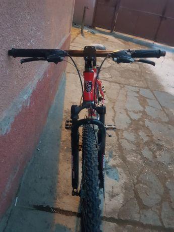 Bicicleta montanbaic rosie si perfect futionala acept scimburi pret750