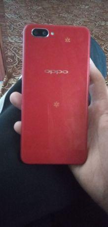 Oppo A3S.Красного цвета.