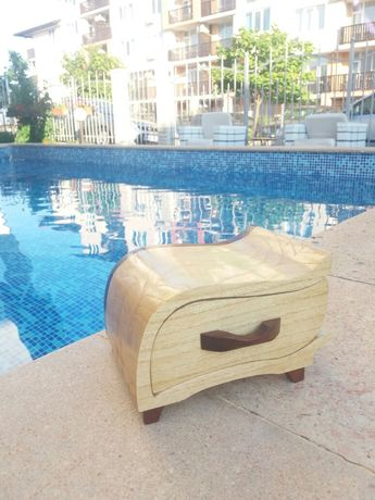 Уникална кутия за бижута от Орех.