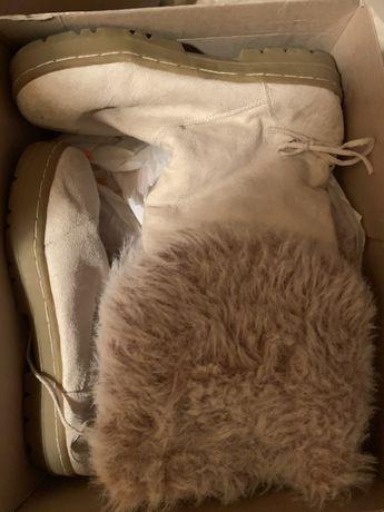 Продавам велурени ботуши - цвят екрю, кожени боти и затворени обувки