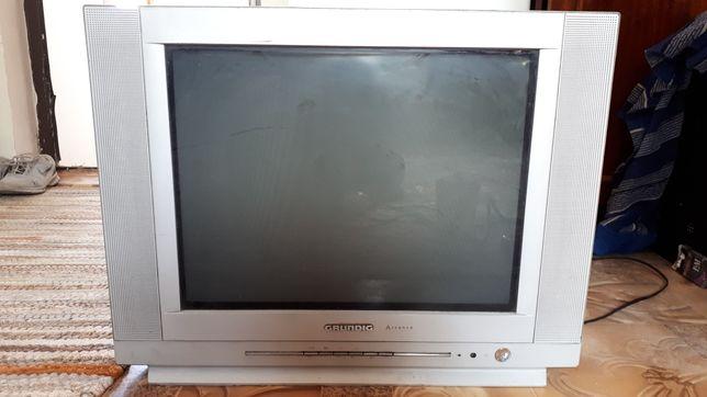 """Телевизор """"Grundig"""".В рабочем состоянии,плоский экран."""