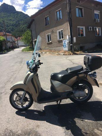 Мотоциклед скутер