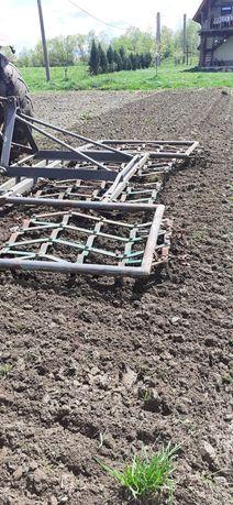 Vind grape agricole după tractor