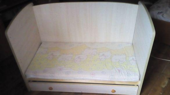 Дървено креватче за дете от 0-3 години
