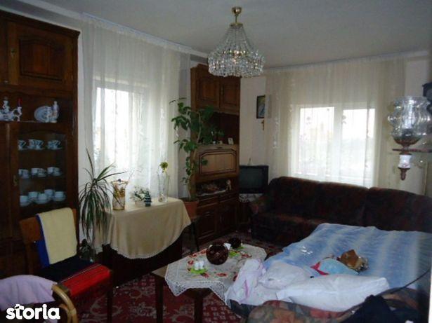 De vanzare cu 4 camere decomandat in Manastur