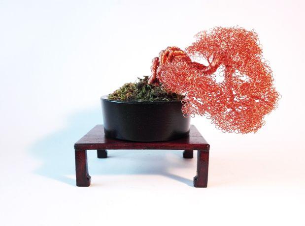 Bonsai decorativ din sârmă de cupru cu măsuță - 8 cm