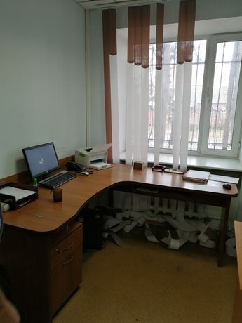 Угловой стол, шкафы
