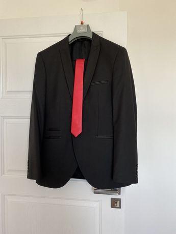 Черен костюм