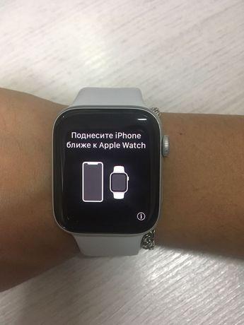 Apple watch SE 44 mm в идеальном состоянии с зарядкой