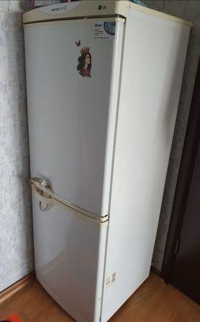 Холодильник двух камерный не раб состоянии