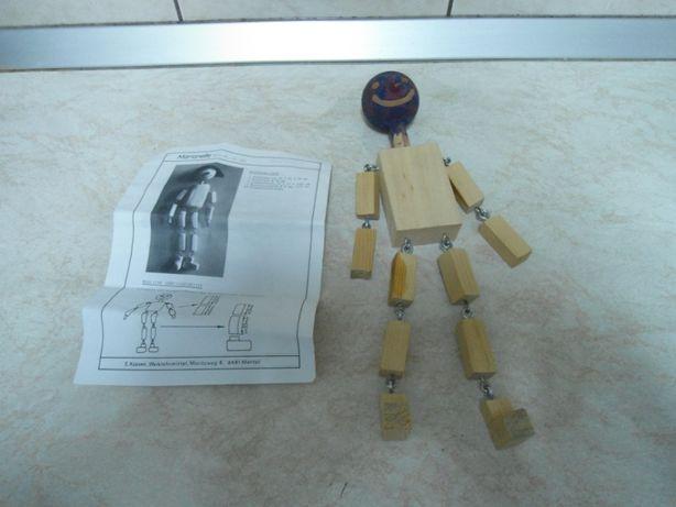 Jucării din lemn,2 marionete pe sfori, una terminata cealalta netermin