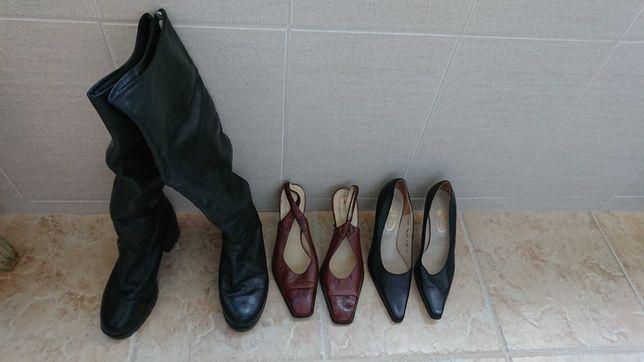 Cizme inalte si 2 perechi de pantofi de femeie