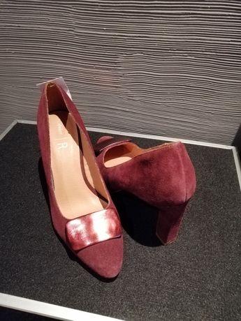 Обувки от естествен велур
