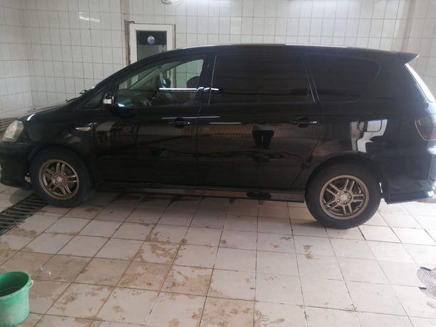 Продам машину Toyota Ipsun