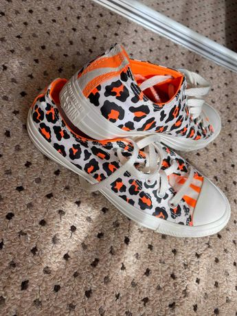 Tenesi Converse, sandale si geanta Rezerved