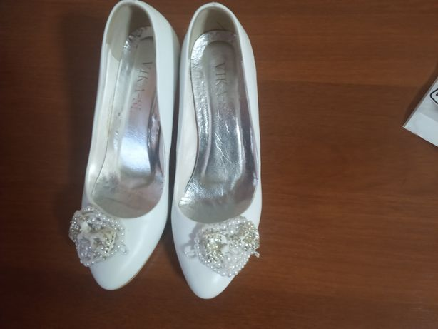 Туфли белые 38 размер