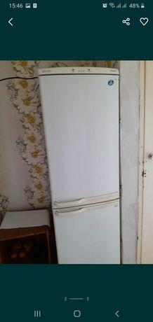 Холодильник б/у продаю