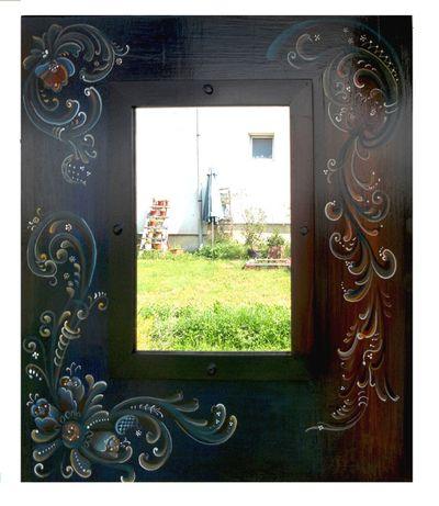 Oglinda cu rama pictata- fond albastru ultramarin si brun