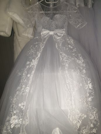 Rochițe de prima împărtășanie pentru prințese la prețuri avantajoase!